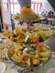 毎年恒例のフルーツ盛。見事なカットにご注目!